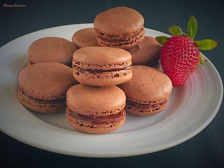 Шоколадные макаронс   100 г сахарной пудры  50 г миндальной муки  25 г какао   Меренга:  82 г яичных белков (~2 штуки), комнатной температ...