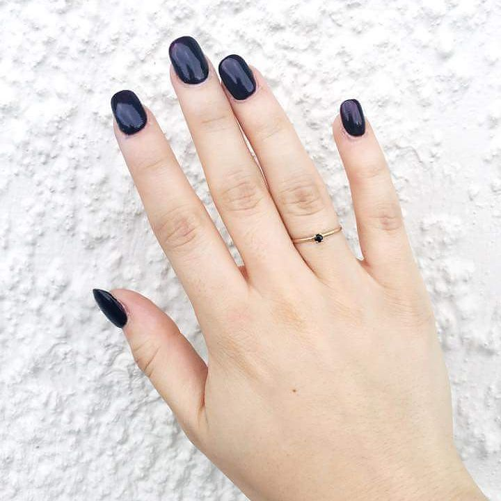 This pretty hand belongs to @rhianakasey who is a talented blogger keeper of enviously perfect nails and all-round lovely lady. Also featuring a wee gold and black sapphire ring I made a couple of months ago  #prettyhands #blacksapphire #nailenvy #gold