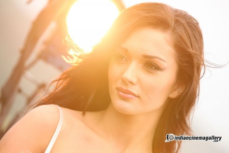 Amy before MERASALAYITEIN song I movie ..Tamil...AR RAHMAN