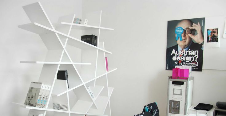16 modern könyvespolc, kreatív és dizájn polcok,  #design #dizájn #fa #fém #hullám #könyv #könyvespolc #kreatív #lakberendezés #lépcső #modern #polc #polcok #szín #színes #tároló #tartó #térelválasztó, https://www.otthon24.hu/16-modern-konyvespolc/