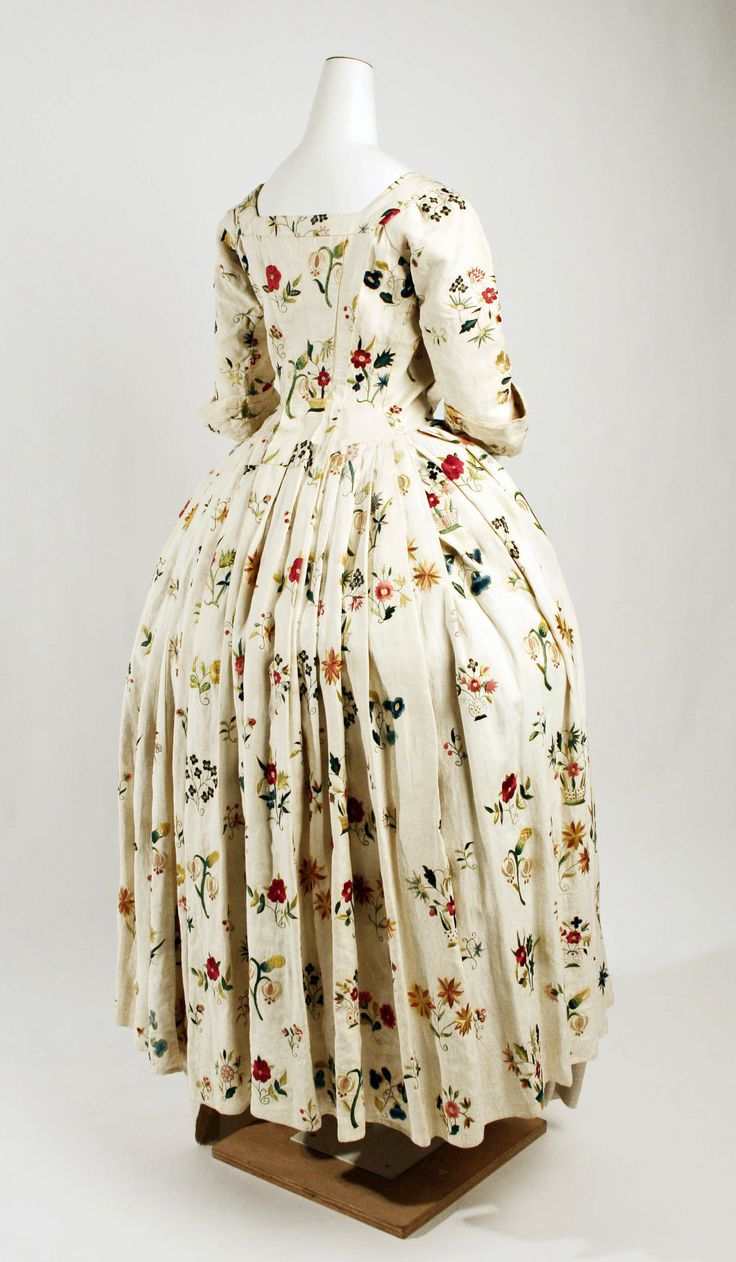Robe à l'Anglaise 1725-50 - linen, silk  British,  The Metropolitan Museum of Art Accession Number: C.I.66.34