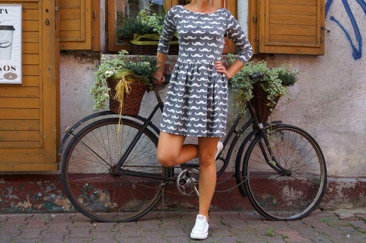 Sukienka By o la la wąsy do kupienia u nas