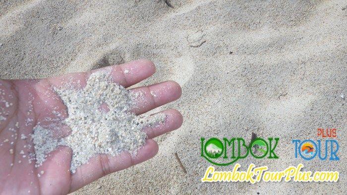 Pasir Putih di Pantai Kuta Lombok. yuuuk kunjungi bersama Lombok Tour Plus :) Dijamin tidak akan mengecewakan :)