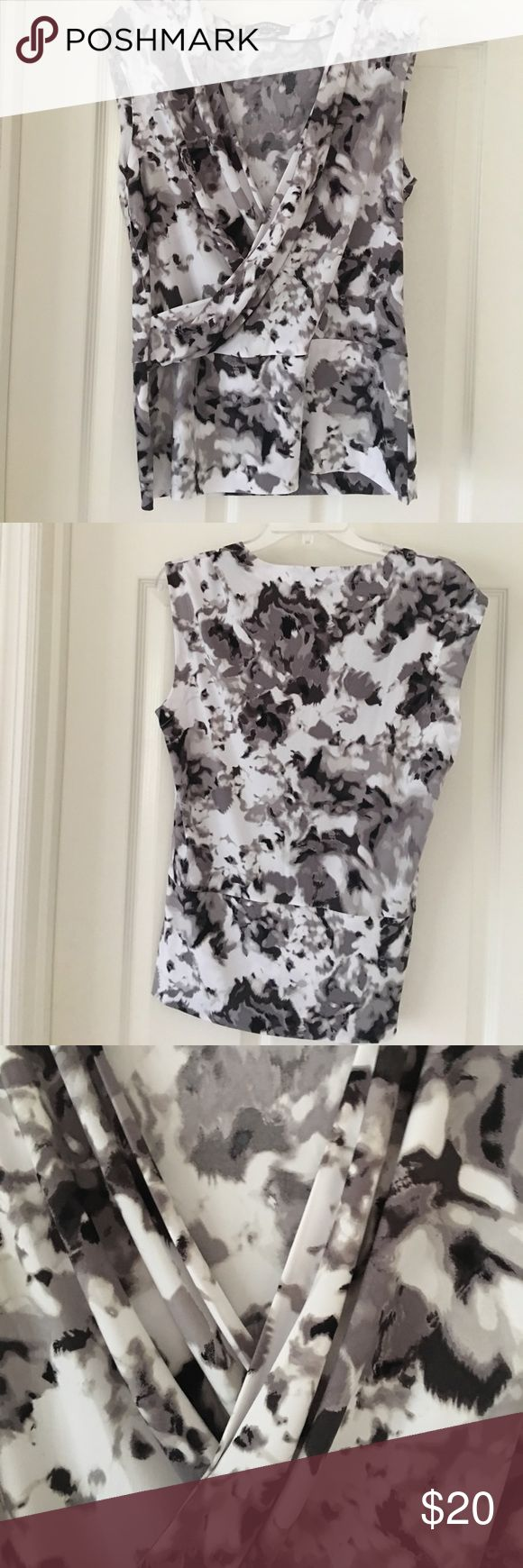 Ellen Tracy Sleeveless Top Size Large Beautiful Ellen Tracy Shirt Black/Grey/White Size Large.   Looks great with Jeans, Skirts and Dressy Shorts. NWOT Ellen Tracy Tops