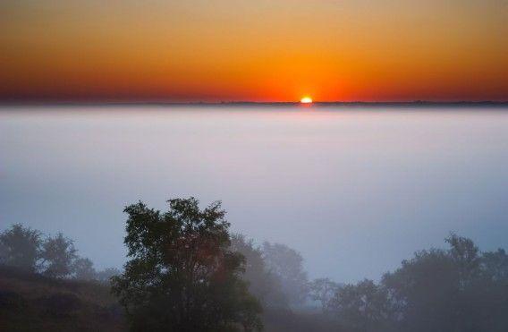 米ネブラスカ州、嵐の日の夕陽