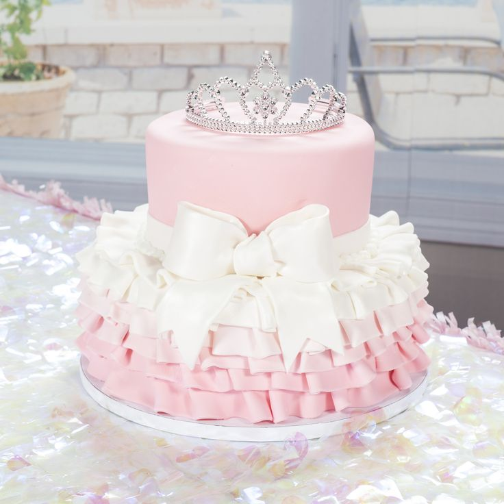 This #Princess Cake is topped with a Tiara from Shindigz!