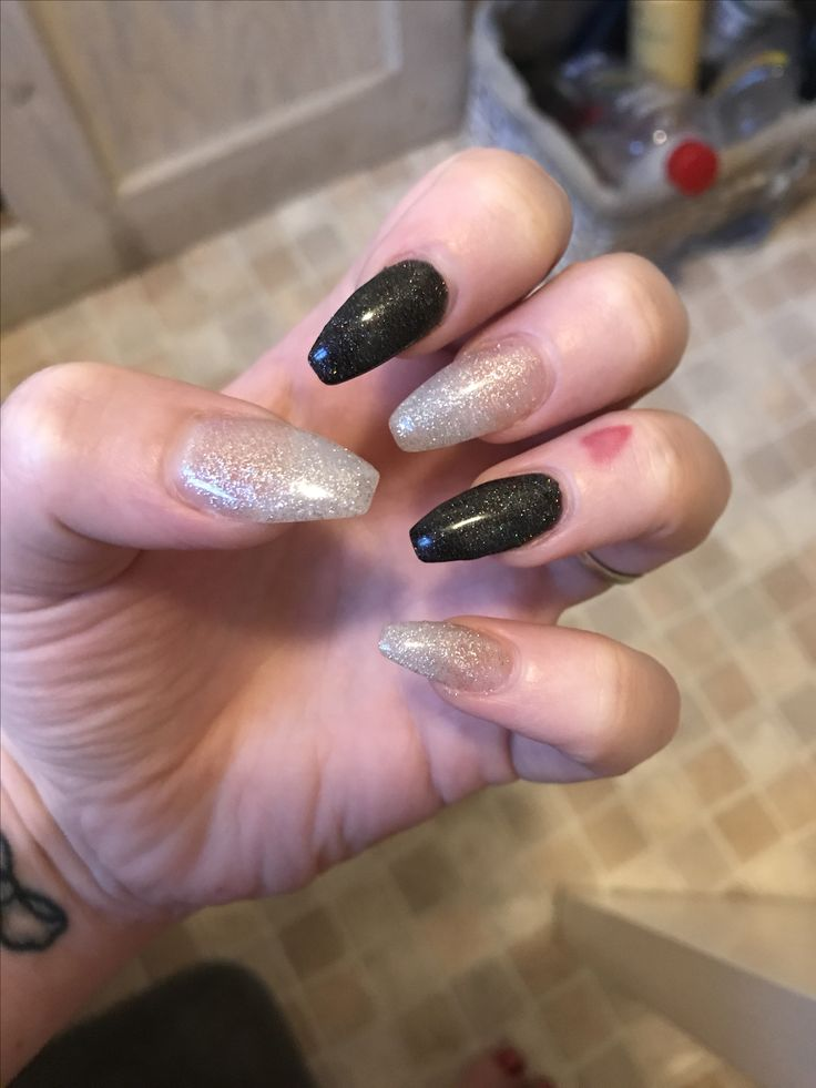 Black and silver glitter acrylics 😍