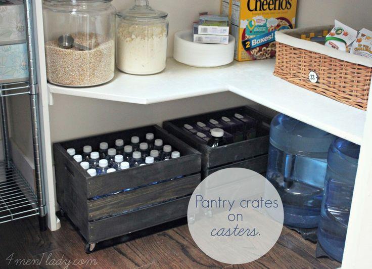 Pantry-Kisten: Schrauben Sie die Räder am Boden der Kisten fest, um den schweren Stauraum mobil zu machen.   – Pantry Inspiration