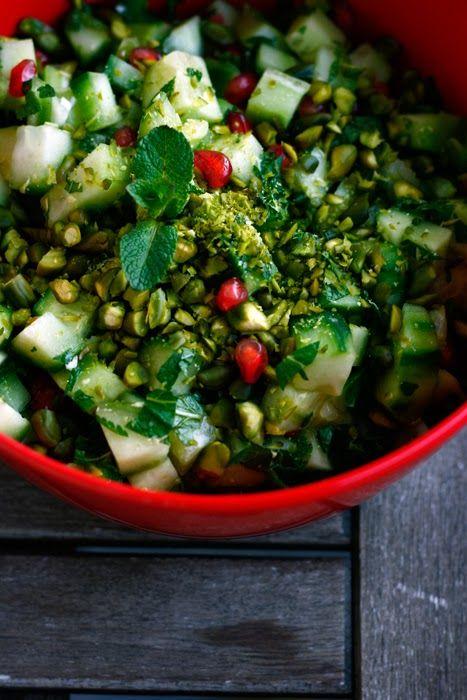 Persische Mezze - Gurken-Minze-Pistazien-Salat mit Granatapfel