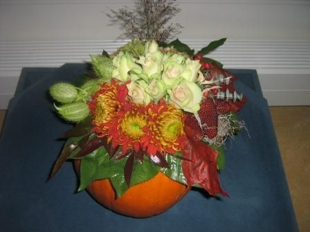 Lina bloemstukje in #pompoen #Bloemschikken #Decoreren goedkoop-bloemschikken.nl