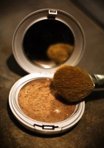 DIY bronzer: mix cornstarch, cinnamon, cocoa, and nutmeg until desired shade for