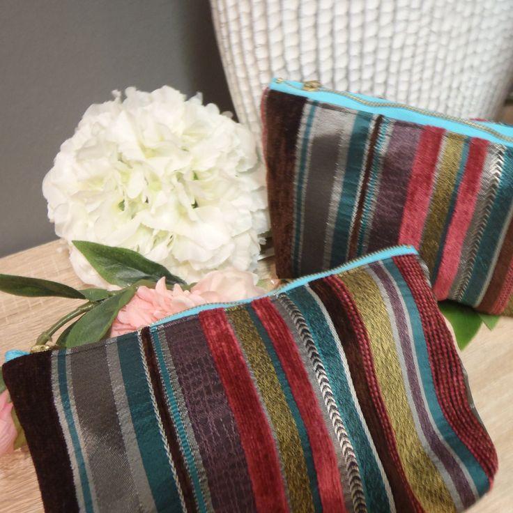 No.V -Tire - růžová Kosmetická taška - pouzdroje ušito z luxusní proužkované (tyrkysová, růžová, hnědá a medová) tkaniny Tire, vhodná do kabelky na kosmetiku či doklady. Zapínání na zip. Podšito bavlněným plátnem. Rozměry: délka 20cm, výška 13cm, šířka 3cm. Materiál: směsová tkanina, bavlněné plátno. Možno prát na 30 st.C.