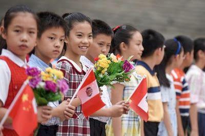 En China, ahora procrear es glorioso. La ciudad de Yichang pide a los miembros jóvenes del Partido que den ejemplo y tengan un segundo hijo. Macarena Vidal Liy   El País, 2016-09-22 http://internacional.elpais.com/internacional/2016/09/22/actualidad/1474562207_959805.html