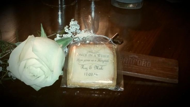Decoupage biscuits, ideal wedding favours with your personalised message