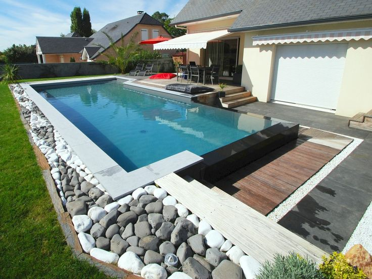 17 best images about piscines d bordement on pinterest for Piscine jardin rectangle