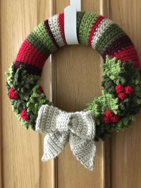 A Christmas Wreath – Holly Pattern