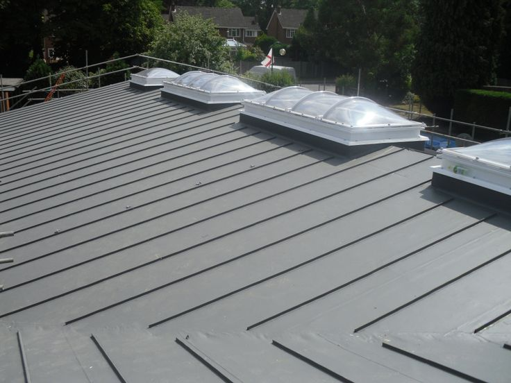 Single ply roofing with zinc effect profiles