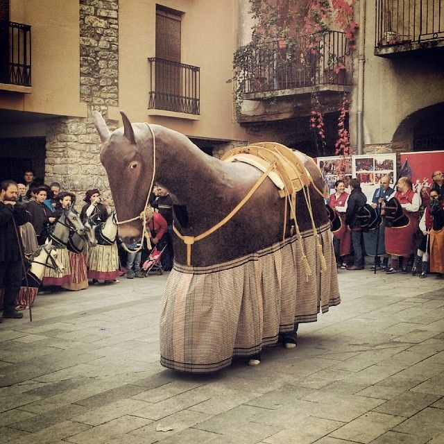 Ball de 'Lo Sobrany' a ' Lo Sobrany' ancient dancing #SalàsDePallars #PallarsJussà  #Leida #Catalunya #CatalanTraditions