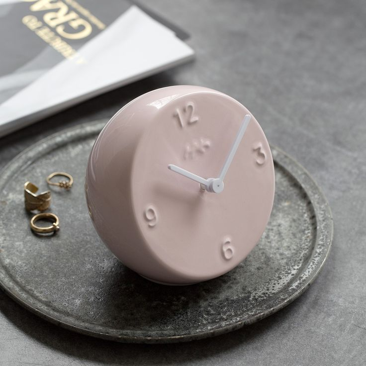 Ora's surface is classically circular, but the clock has much more to offer with its discrete incline and elegant round figure, which gives the table clock body a more vibrant appearance.