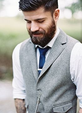 Groom & Groomsmen: This is one good looking groom! (Photo by Laura Catherine via Magnolia Rouge)
