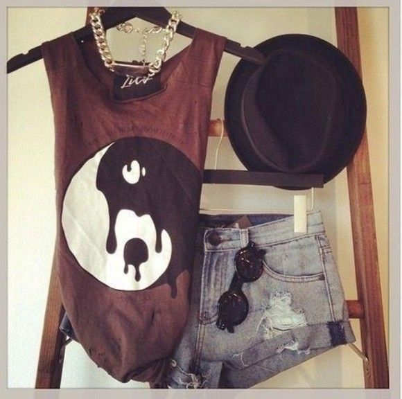 ying yang hat black t-shirt hipster booty shorts hippie glasses tank top brown top tee graphic tank jewels maroon white yin yang melting muscle tank