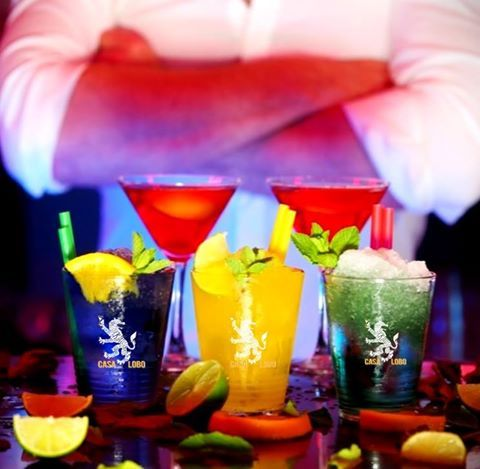 ¿Juernes? Sí, en CASA LOBO De ti depende que el fin de semana comience hoy mismo. Música en directo con nuestra deliciosa oferta gastronómica ;) Disfruta de nuestro AFTERDINNER jueves, viernes y sábado a partir de las 22h ;) #CasaLobo #MyCasaLobo #Madrid #dinner #after #afterwork #afterdinner #juernes #friends #love #enjoy #party #copas #glasses