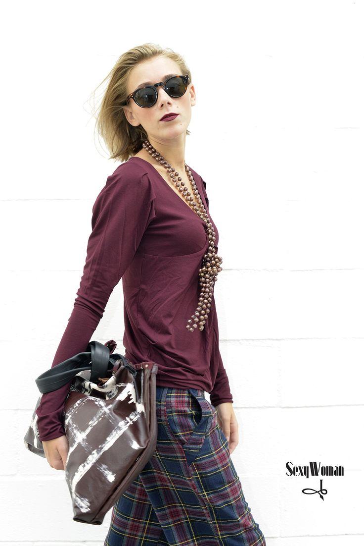 Simple-chic by Sexy Woman Maxi tartan pants and t-shirt - maxi bag