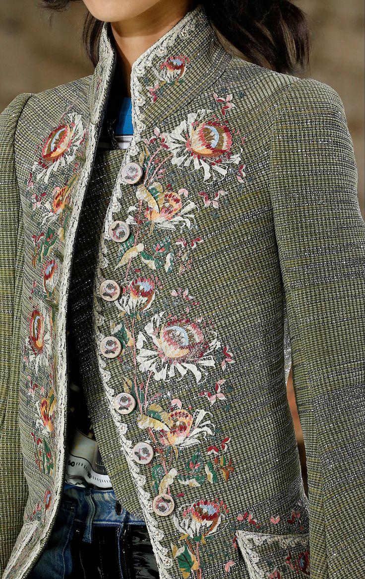 Details at Louis Vuitton Spring 2018.