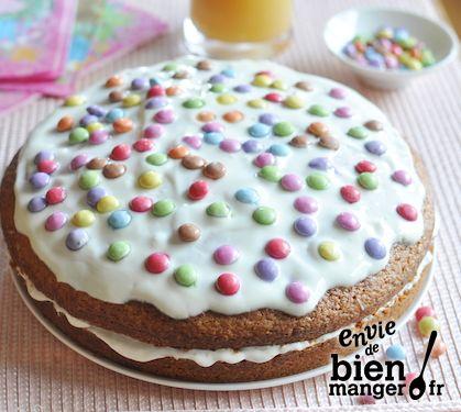 G teau multicolore fourr au yaourt go t vanille et smarties recette - Recette gateau yaourt vanille ...