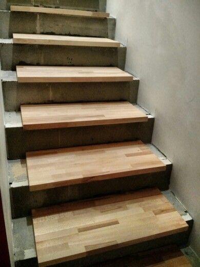i #gradini in #legno di #faggio da 3cm sono stati carteggiati e vetrificati…