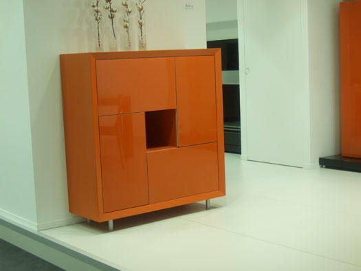 Mueble auxiliar en naranja para alegrar tu salón