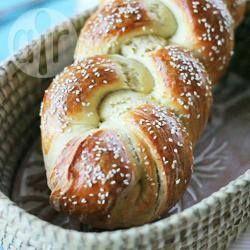 Pão trançado caseiro @ allrecipes.com.br - Pão caseiro delicioso! Essa receita rende 2 pães e você pode fazer um e congelar o outro. Eu gosto de colocar passas, que deixa ainda mais gostoso.