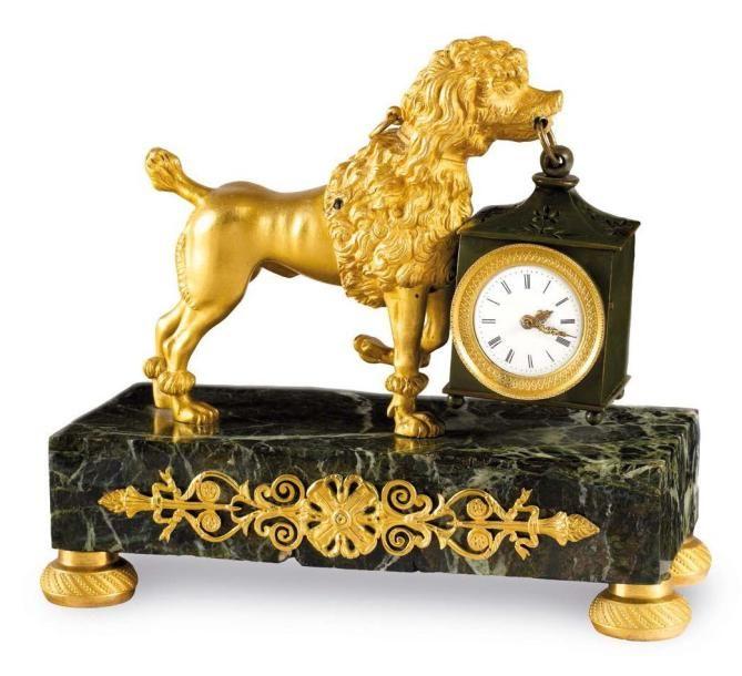 Reloj de Bronce en PENDULE figurando un caniche real