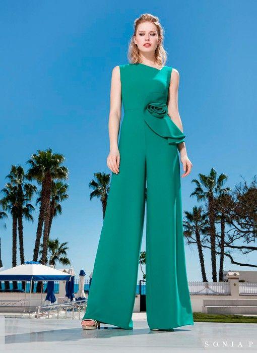 79df9e76 Mono largo verde con escote asimétrico de Sonia Peña - Comprar Online
