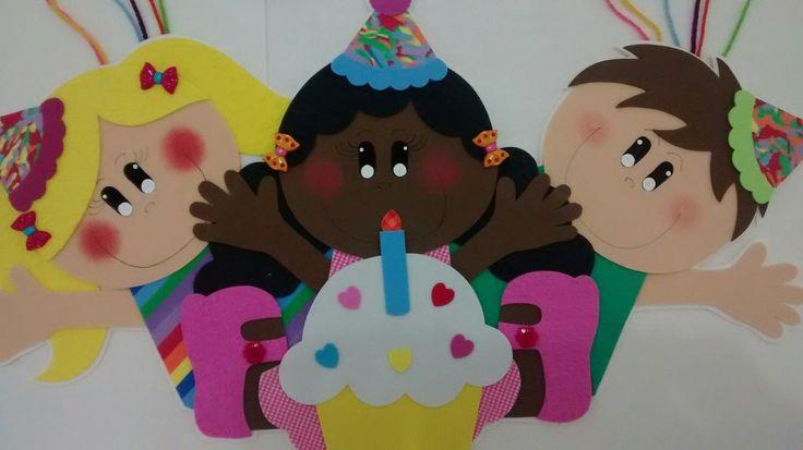 Painel confeccionado em EVA.    Além de colocar os nomes dos aniversariantes de todo o ano, você decora sua sala de aula.    Tamanho aproximado (podem haver pequenas variações):    Cada conjunto de balões - 42 cm de largura x 33 cm de altura    Crianças - 65 cm de largura x 36 cm de altura
