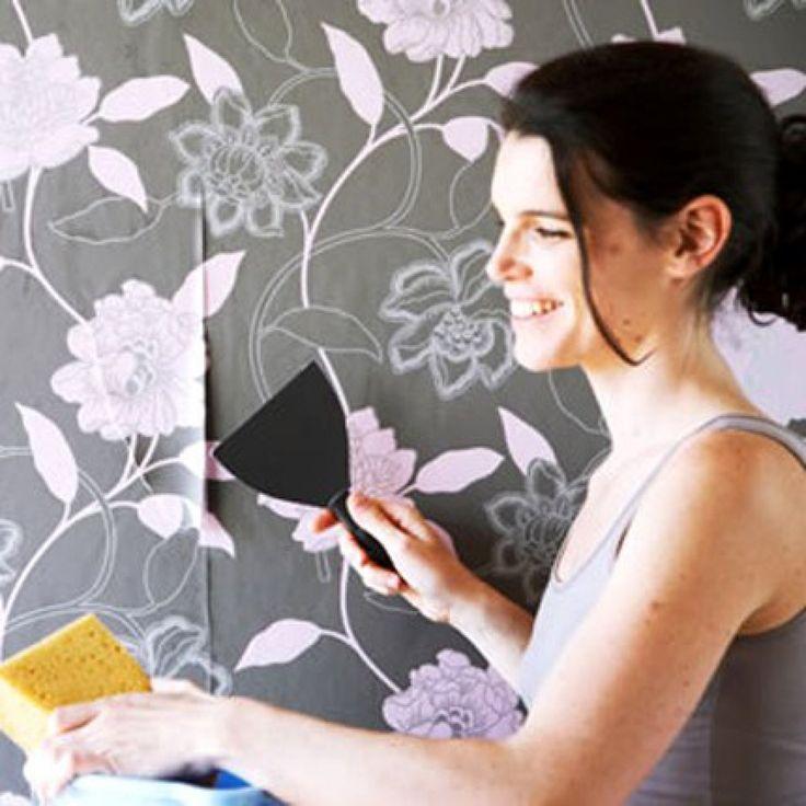 Comment décoller un vieux papier peint?