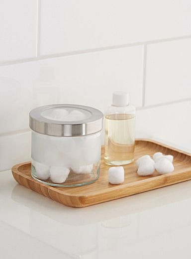 Exclusively from Simons Maison     For fashionable decor with a Scandinavian spa ambiance   Small objects can be collected and rearranged while staying within your reach on this elegant tray   A piece that perfectly matches our natural blond wood accessories   16 x 26 cm