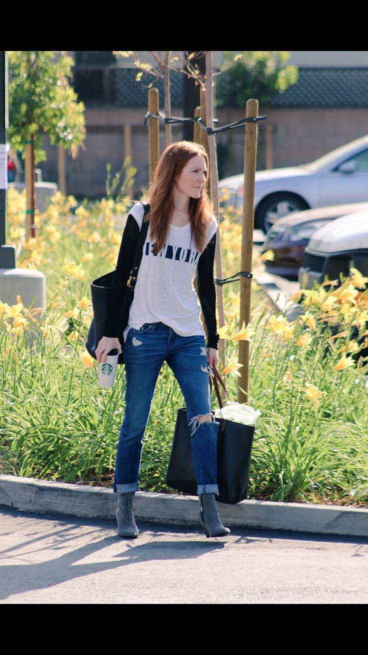 Katie lowes long wavy casual hairstyle thehairstyler com -  Streetstyle Darbystanchfield Vincecamuto Agjeans Madewell Coachbag Bluejeans Booties
