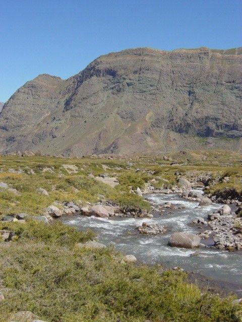 El Cajón del Maipo es un cañón andino ubicado en la zona suroriental de la Región Metropolitana, Chile. Corresponde a la alta cuenca del río Maipo, donde es encajonado por cerros, farellones y macizos.