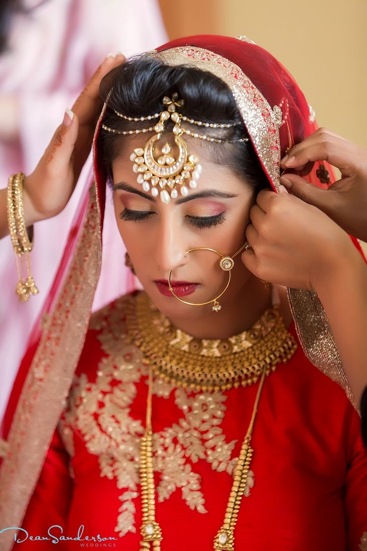 Could this bride look anymore perfect? So beautiful!