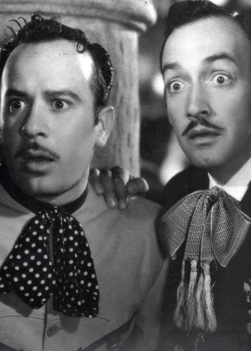 Aha Pedro Infante & Jorge Negrete! When Guys Could Actually Sing And Act!!  Love these two :)