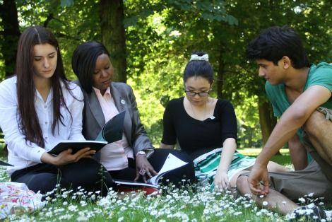 W 2006 r. Akademia Ekonomiczna w Poznaniu, zgodnie z wytycznymi procesu bolońskiego i założeniami Europejskiego Obszaru Szkolnictwa Wyższego, wprowadza trójstopniowy system nauczania.