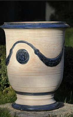 31 best pot d 39 anduze inspiration images on pinterest pottery madeleine and terracotta. Black Bedroom Furniture Sets. Home Design Ideas