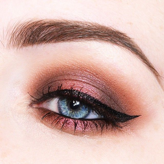 Little makeup practice using the @zoevacosmetics Cocoa Blend Eyeshadow Palette #makeup #eyeshadow #zoeva #cocoablend #beauty #look #inspiration #warm #chocolate #cocoa by beautycloudnl