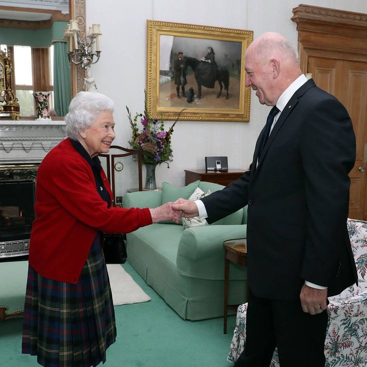 Today at Balmoral Castle, The Queen held an audience with the Governor-General of Australia, Sir Peter Cosgrove.  Sir Peter, a former senior Australian Army Officer, has been Governor-General since 2014 and acts as The Queen's representative in Australia. PA  via ✨ @padgram ✨(http://dl.padgram.com)