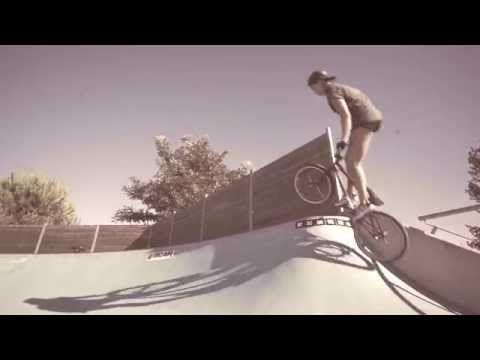 Brittany Campbell - Italian BMX Vacation - Osimo skatepark - YouTube