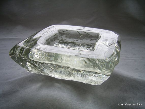 Like an Ice block found in a winter landscape, this heavy (3.4 kg /7.9 lbs) square dish is ( - I think) one of Göte Augustssons best!