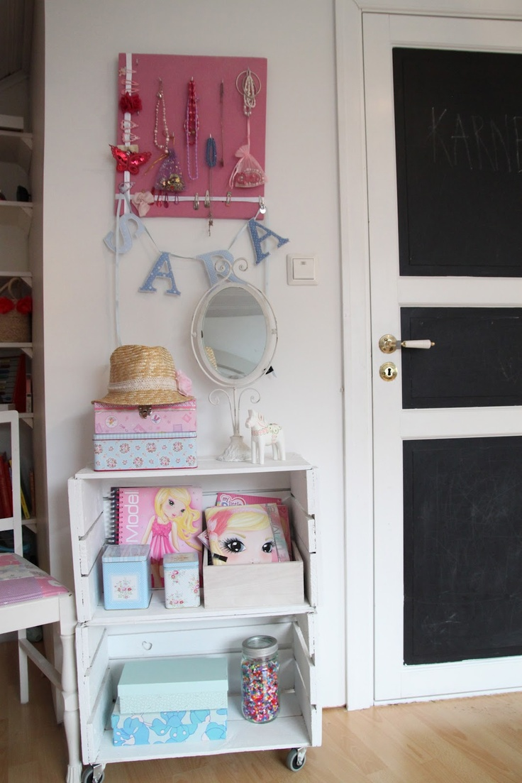 pink pinboard for girl s accessories. 132 best Pinboards   kids  rooms images on Pinterest   Bedroom