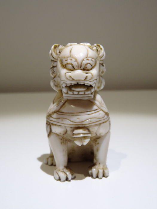 Online veilinghuis Catawiki: Ivoren netsuke van een Shishi (Foo hond in de Chinese cultuur) - Japan - ca. - 1900