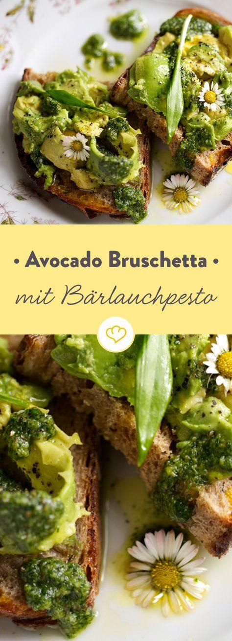 Der Frühling kann kommen: Mit frischem Avocado und Bärlauchpesto auf krossen Brotscheiben bis du bestens auf ihn eingestimmt.